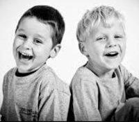 niños amigos sonriendo